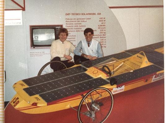 """1985: an der """"Esposauto"""" haben Bruno Guanziroli (L) und Marco Piffaretti (R) die Gründung des TTVS (TeamTicinoVeicoloSolare) beschlossen."""