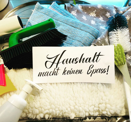 Simply-NeW-Art-Nelly-Wüthrich-Handlettering-Brushlettering-Faux-Calligraphy-Lettering-Kinder-Workshop-Bern-Brienz-Thun-Gwatt-Wichtrach-Haushalt