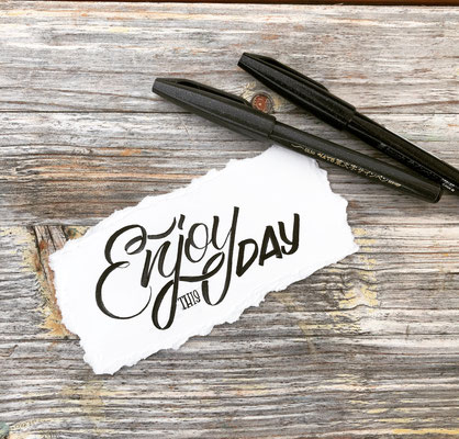Simply-NeW-Art-Nelly-Wüthrich-Handlettering-Brushlettering-Faux-Calligraphy-Lettering-Kinder-Workshop-Bern-Brienz-Thun-Gwatt-Wichtrach-Enjoy-this-Day