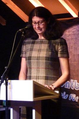 Jurorin Anja Rüdiger stellt den Autor Frank Dyczka vor