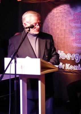 Juror Hans-Jürgen Döring stellt Autorin Monika Clever vor