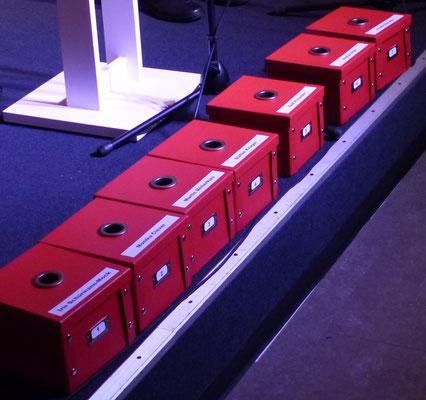 Die »Wahlurnen«, in die das Publikum zur Abstimmung seine »Wachtberger Kügelchen« verteilte