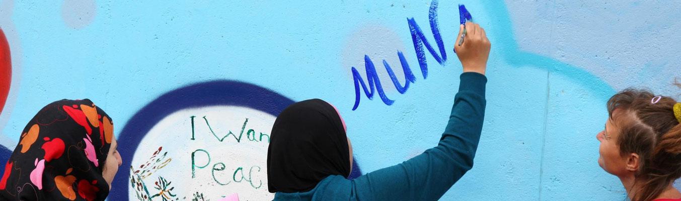 Mohr-Villa goes Camp - Ein Bild als Brücke mit der Streetart-Künstlerin TOOZ