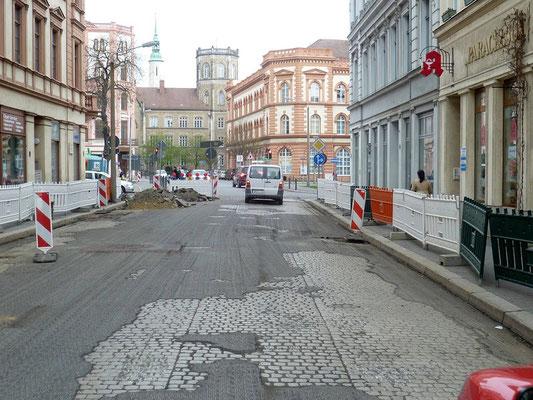 Pflasterspur BIsmarckstr. sichtbar geworden 2012 beim Abfräsen der Deckschicht