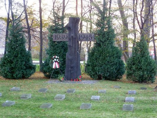 Kriegerdenkmal II.WK, Städt. Friedhof