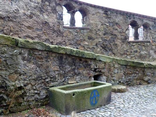 älteste Rohrbütte hinter der Peterskirche, wurde gespeist vom Peterwasser am Ölberg