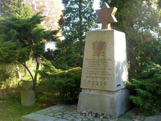 Gedenkstein für ermordete Insassen des KZ Biesnitzer Grund (1951) Jüdischer Friedhof, Biesnitzer Str.