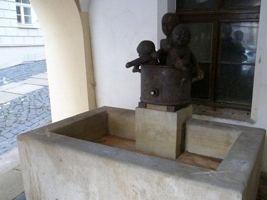 "Badende Kinder ""Kannibalenbrunnen"" Hainwald"