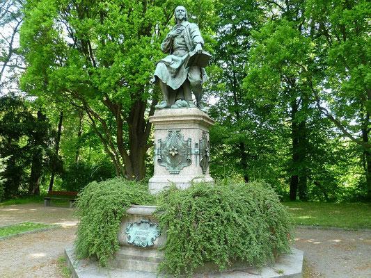Jakob Böhme (1898) Park des Friedens - ursprünglicher Standort an der Reichenberger Brücke, damals noch mit funktionierendem Springbrunnen der demnächst wieder in Betrieb gehen soll