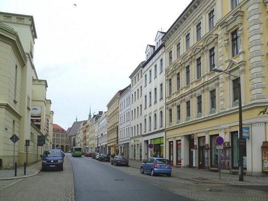 Demianiplatz: im Asphaltstreifen am Theater lagen die Gleise nach Rauschwalde