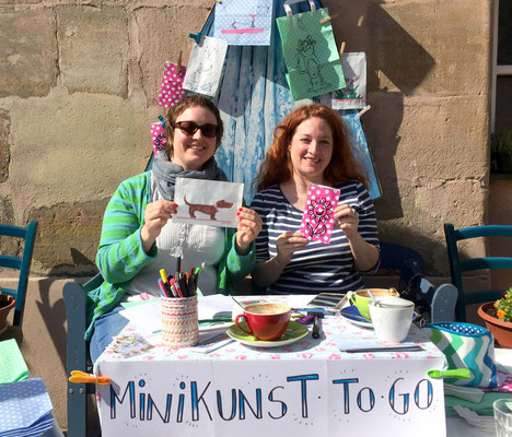 Minikunst to go, Therese Hein (links), Carola Giese