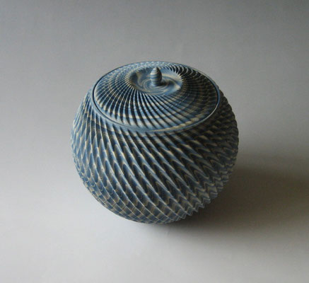 練上鎬水指 (2014) Neriage Fresh Water Pot with pleated