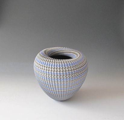 """Abyss""neriage(marbleized) vessel with carved pleated surface 31.5㎝×29.7(㎝/H)"