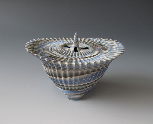 """Thorn""neriage(marbleized) incense burner with carved pleated surface  16.4㎝*10.7(㎝/H)"