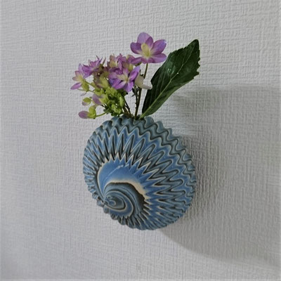 `Landing on the moon` neriage(marbleized) hang vase with carved pleated surface 11.6*9.5 (㎝/H)