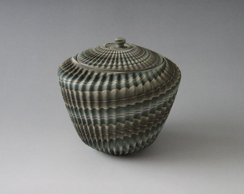 練上鎬水指 (2010)Neriage Fresh Water Pot with pleated