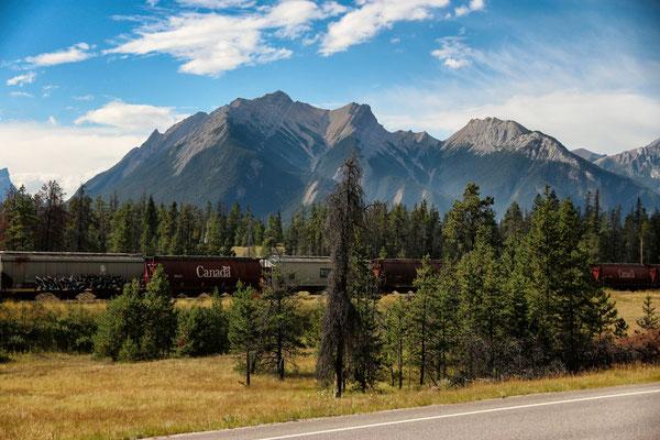 Railway entlang des Highway