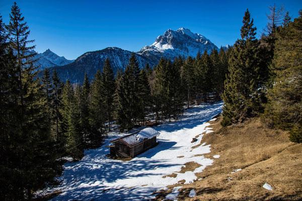 Bergwelten - Hütte vor dem Wettersteingebirge