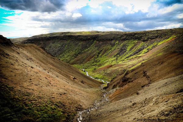 Isländische Hügellandschaft