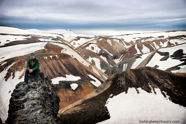 auf dem Gipfel des Blahnukur in Landmannalaugar
