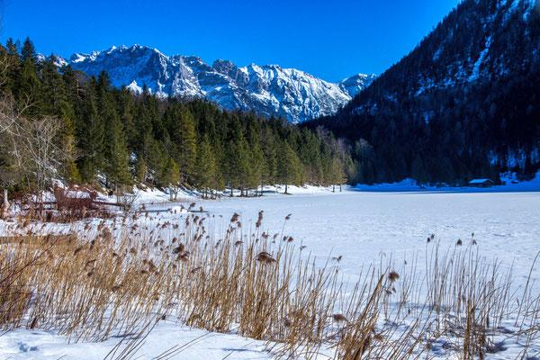 der Ferchensee und das Karwendelgebirge
