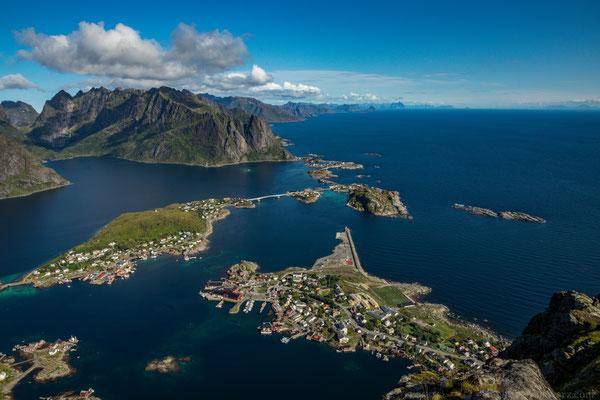 Ausblicke vom Reinebringen über Hamøy, Sakrisøy und Reine