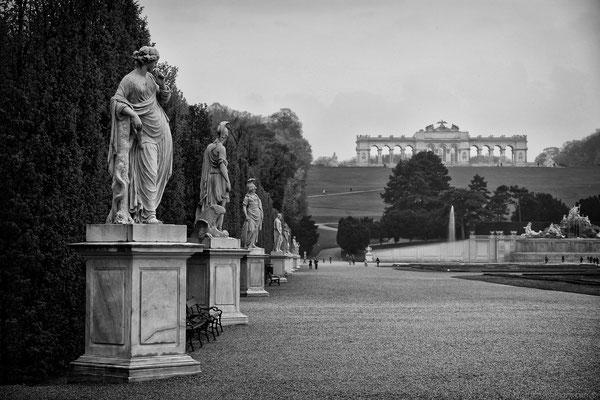 Schloss Schönbrunn mit Blick zur Glorietta