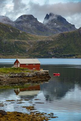 Spiegelungen am Fjord