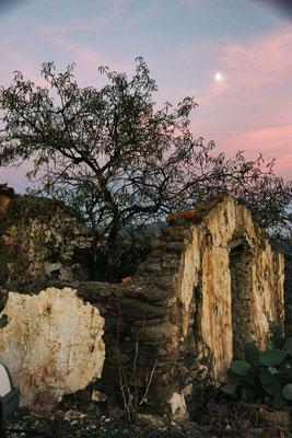 Ruine und der Mond