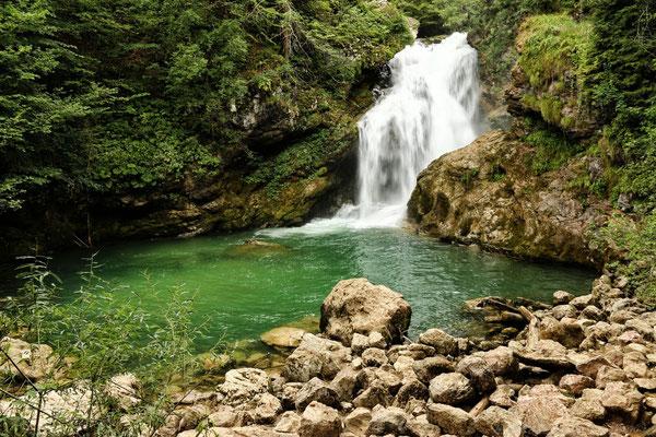 der 13m hohe Wasserfall Sum