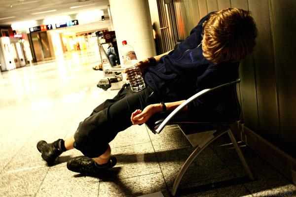 Vor dem Abflug eingeschlafen