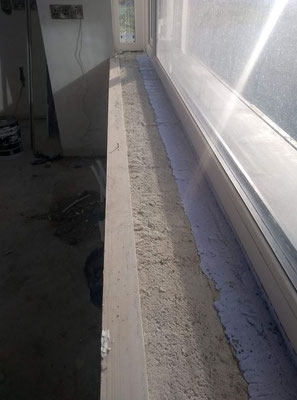 Because of the lowered cavity wall closer, the void was filled with PICHLER®air tight foam to level the surface.