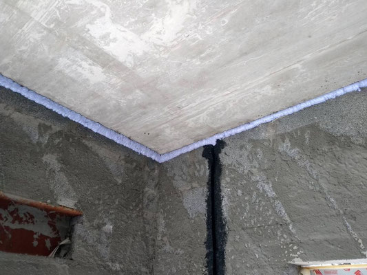 To eliminate the risk of air infiltration between wall and slab, air tight foam has been applied to cover the junction.