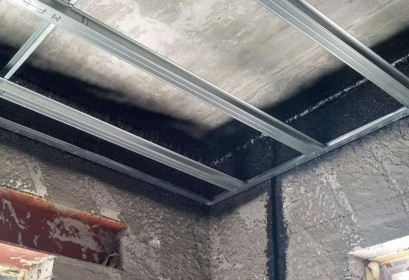 The air tight layer is finished and the metal frames for the suspended ceilings can be installed.