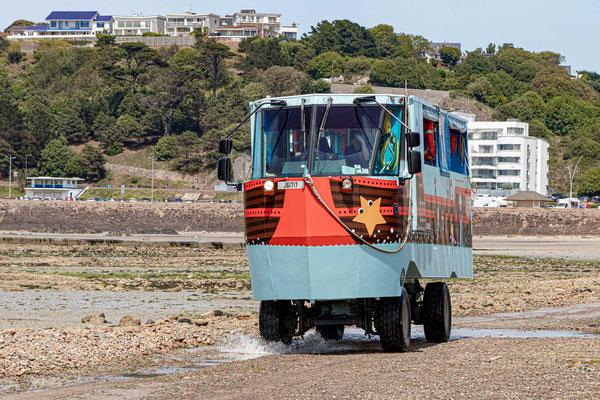 Bei Flut oder wem der Weg zu weit ist, benutzt das Amphibienfahrzeug um das Elizabeth Castle zu erreichen.
