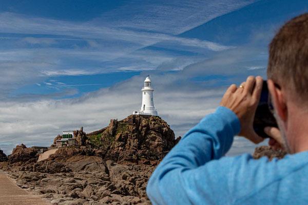 Der sehenswerte Leuchtturm von La Corbière ist eines der bedeutendsten Wahrzeichen der Kanalinsel Jersey.