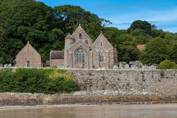 Eine der schönst gelegenen Inselkirchen, die Parish Church von St. Brélade.