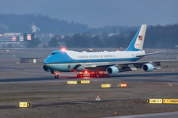 Air Force One 82-8000 – SAM45 say Hello Switzerland with Beacon Lights – B-742 – WEF 2020 – 21.1.2020