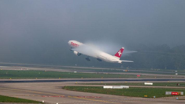 Swiss – Boeing 777-3DE(ER) – HB-JNF – Start Piste 28 – 17.09.2018