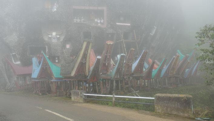 Felsengräber - Tana Toraja - Hochland - Sulawesi - travelumdiewelt.de