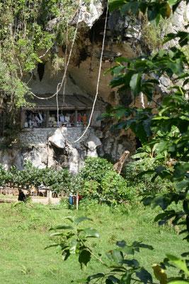 Felsengräber - Tana Toraja - Sulawesi - Indonesien - travelumdiewelt.de