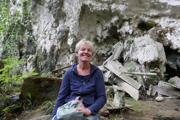 Ausflug - Sulawesi - Grabhöhle - travelumdiewelt.de