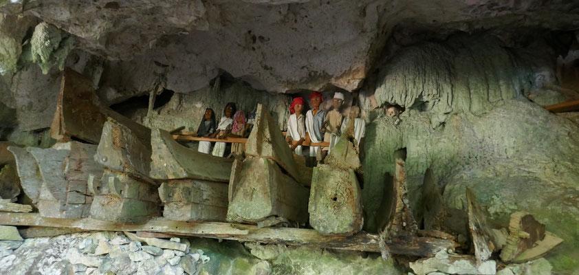 Gräber - Tana Toraja - Grabhöhlen - Rantepao - Sulawesi - travelumdiewelt.de