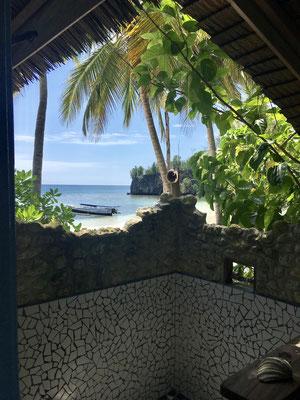 Open Air Dusche - Strandbungalow - Togian Islands - travelumdiewelt.de