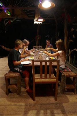 Abendessen im Paradies - Togian Islands - Reisetipps - travelumdiewelt.de