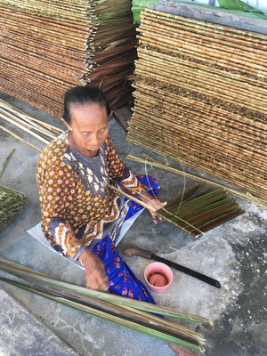Handarbeit - Sulawesi - Togian Islands - Reiseblog - travelumdiewelt.de