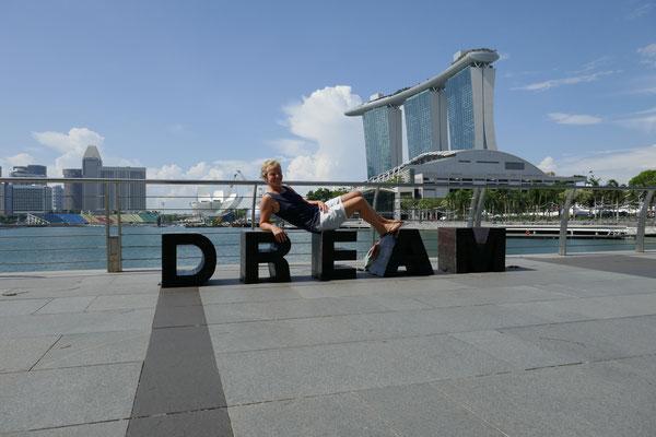 Marina Bay - Riverwalk - Marina Sands Bay Hotel - Skyline - Singapur - travelumdiewelt.de