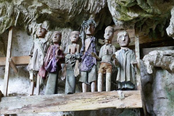 Tau Tau Figuren - Grabhöhlen - Sulawesi - Tana Toraja - travelumdiewelt.de