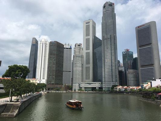 Fullerton Jetty - Wolkenkratzer - Skyline Singapur - travelumdiewelt.com