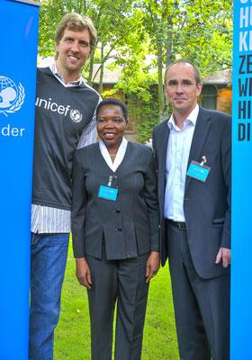 UNICEF-Botschafter Dirk Nowitzki im Hofgut von Hünersdorff